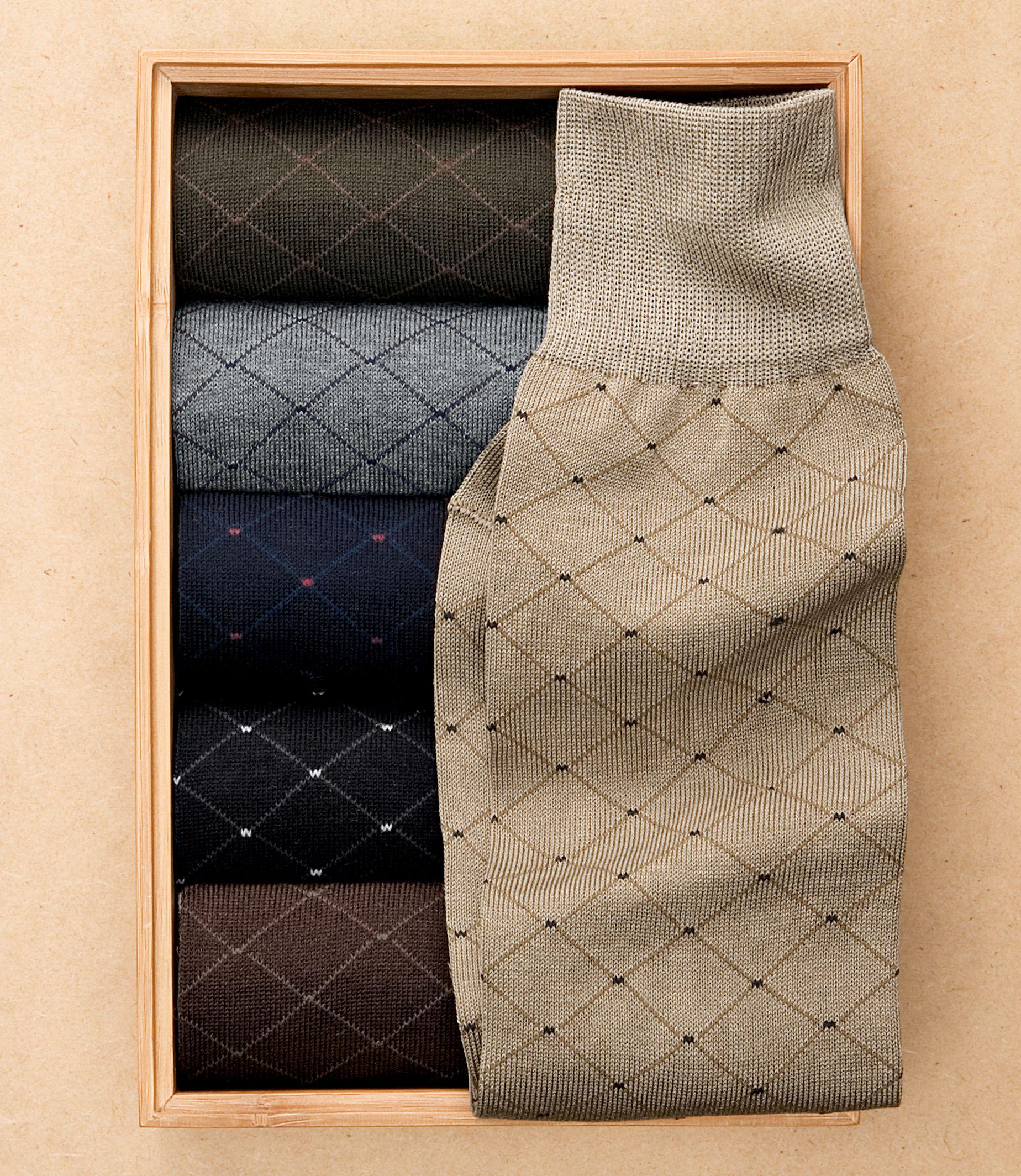 Pin Dot Grid Mid-Calf Socks
